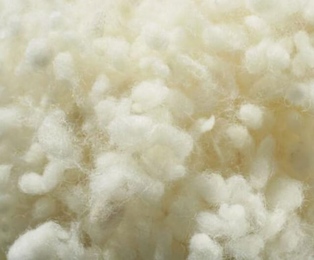 Bettdecken mit Füllung aus Schurwolle.
