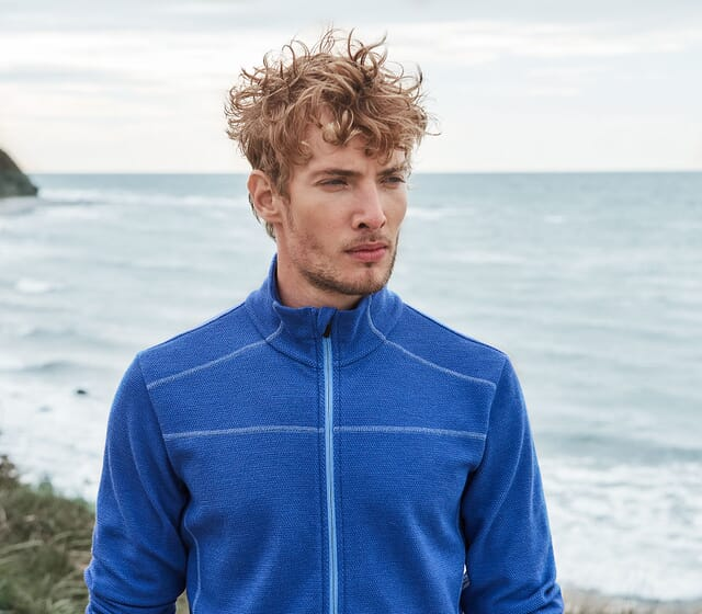 Outdoor clothing made from organic merino for an ideal body climate.