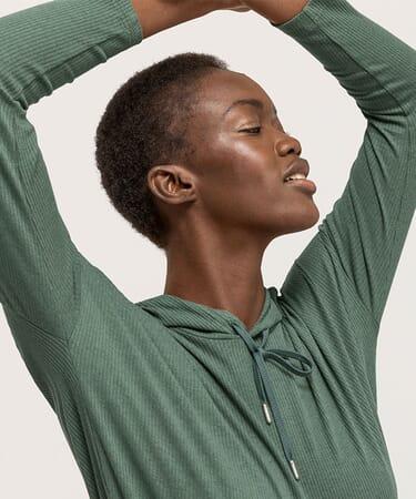 Nachhaltige Yoga Bekleidung & Loungewear
