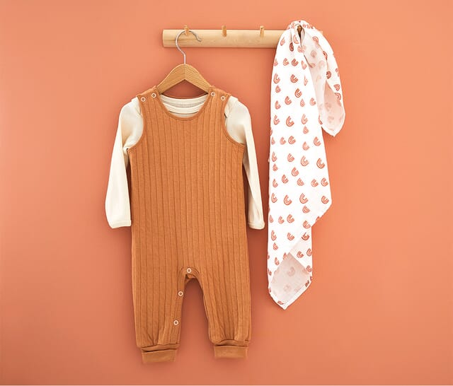 Baby rompers made of pure natural fibers.