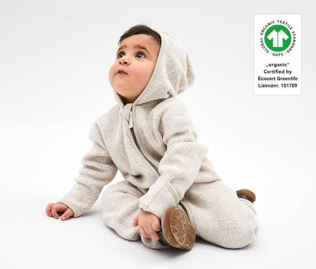 Baby fleece overall made of 100% organic cotton.