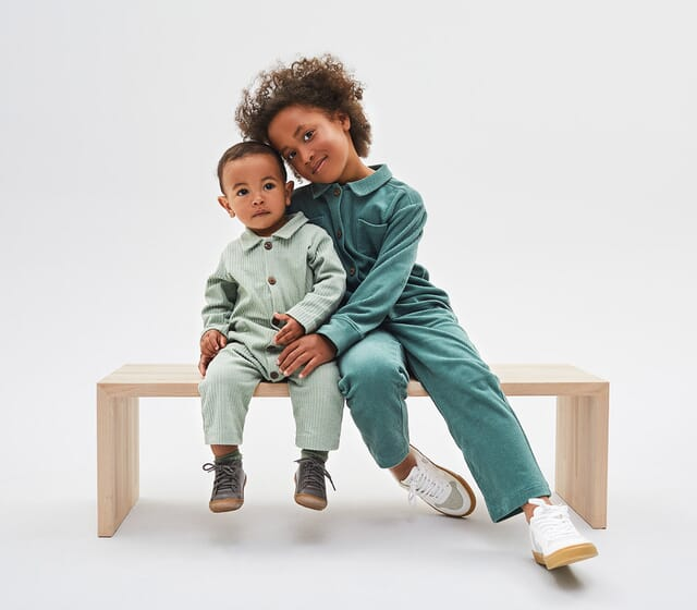 Baby jumpsuit made of 100% organic cotton.
