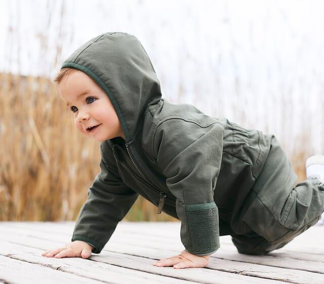 Baby Overalls aus reinen Naturfasern.