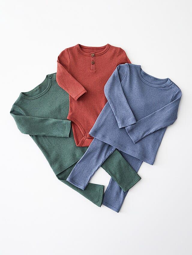 3er Set Basics mit Wolle in Grün, Rot und Blau.