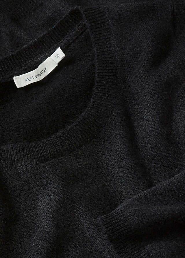 schwarze Damenkleidung