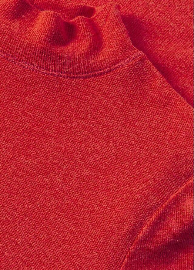 rote Damenkleidung