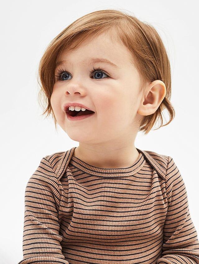 Babybiody in Bio-Qualität mit Ringelmuster.