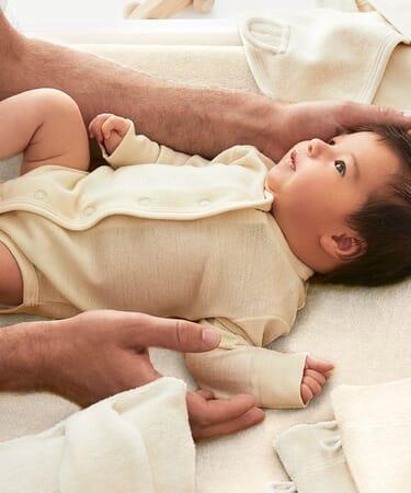 Baby Erstausstattung - Body aus Naturfasern.